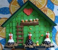 """Galinheiro Feliz (""""DAI DUARTS"""") Tags: cold verde de galinha biscuit da porcelana porta pintinho chaves Angola fria galinheiro porcelana galinhas"""