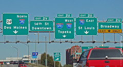 Overhead sign for I-35 & I-670 in KC, 7 Oct 2010 (photography.by.ROEVER) Tags: sign october ramp kansascity missouri freeway interstate expressway exit kc i35 kcmo downtownkansascity 2010 interchange i670 kansascitymo bgs kansascitymissouri biggreensign interstate35 overheadsign downtownloop october2010 interstate670 northboundi35 exit2u exit2v