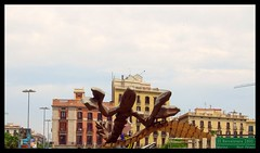 La Langosta de Javier  Mariscal (Atrebor78) Tags: barcelona sculpture architettura barcellona gamba scultura langosta gambrinus esculptura aragosta javiermariscal estauta gamberone