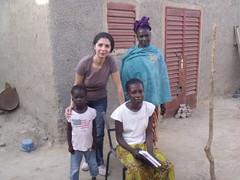 Avec Hawa, sa maman, et sa petite soeur. le père ayant abandonné la famille depuis 2 ans.