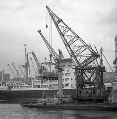 "Crane ship ""Newshot"" at KGV Dock 1972 (Scottish Maritime Museum - SMM) Tags: building history museum scotland clyde boat sailing ship paddle scottish commons vessel steam maritime sail steamer cruiser turbine irvine smm ayrshire scottishmaritimemuseum linthouse 8qe ka12 scotmaritime"
