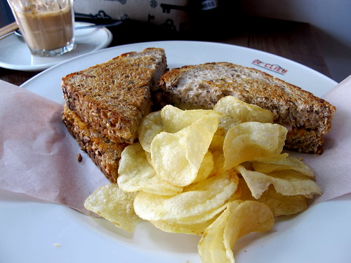 Sandwich with crisps