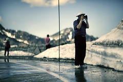 Photographer on a Diptych (sparth) Tags: seattle street mountain snow mountains reflection silhouette canon washington diptych photographer view scenic streetphotography 85mm pole mount mountrainier rainier figure tall col 2010 85l 85mm12l 5dmkii