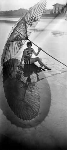 jacques-henri-lartigue-bibi-sombra-y-reflejo-hendaya-agosto-de-1927-fotografia-de-j-h-lartigue-copy-ministere-de-la-cul