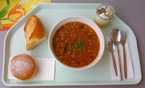 Chili con Carne mit Baguette & Pfannkuchen
