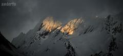Pirineoak - Argi izpi bat ilunabar gris batean (anderto) Tags: pirineos pirineoak