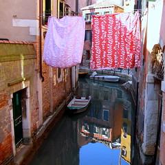 Venezia (oriana.italy) Tags: venice laundry venezia waterreflections veneto ancientbuildings orianaitaly img657 narrowvenetianwaterway