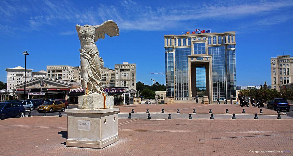Le quartier Antigone, le chef d'œuvre de feu Georges Frêche avec ici l'Hôtel de Région et une reproduction de la Victoire de Samothrace.