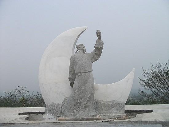 LiBai drink2moon statue