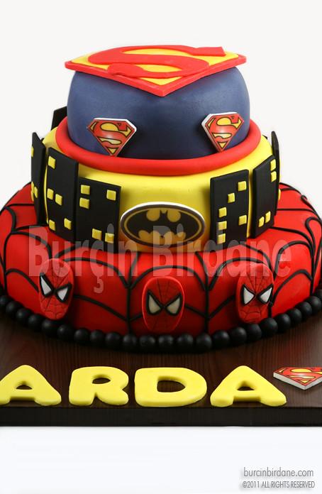Super Kahraman Logolu Pasta