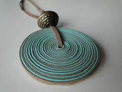 Disco agua marinha (VicheMaria) Tags: artesanato collar colares vies couro colarartesanal