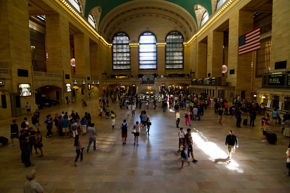 La Grand Central Station, inaugurada en 1913, ubicada en la Calle 42 y la Avenida Park en Midtown Manhattan. Construida y nombrada por el Ferrocarril Central de Nueva York en el apogeo de los trenes de larga distancia de Estados Unidos, es la estación de trenes más grande en el mundo en número de andenes.  (Tetsu Espósito - Nueva York, Estados Unidos)