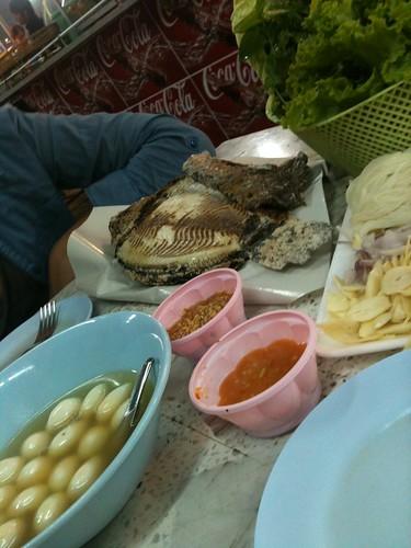 Dîner dans le marché d'Udon Thani