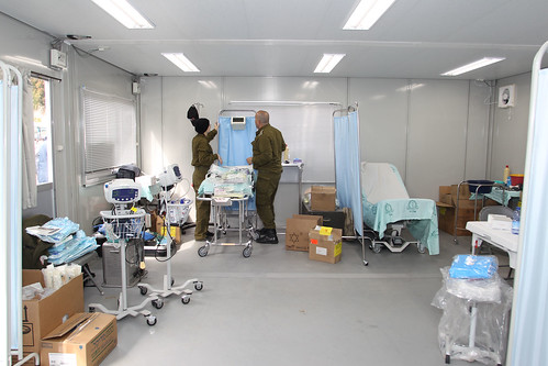 IDF Aid Delegation to Japan Arrives and Sets Up a Field Clinic - 28 Mar 2011 (Photo: IDF)