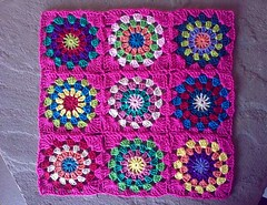 Crochet pillow progress (LauraLRF) Tags: pink thread squares circles crochet rosa pillow cotton hilo granny cushion almofada cojin algodon circulos ganchillo almohada cuadrados almohadon