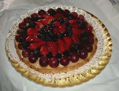 torta di frutta fresca - fresh fruit cake (Uberto) Tags: italien italy cake fruit italia fresh frutta torta italie fresca italians ube uberto ubefoto