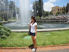 27/365 - Water. (viviane-) Tags: verde green water girl gua sony cybershot havaianas short fonte sonycybershot viviane project365