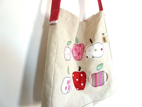 Apples messenger bag