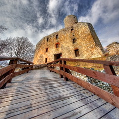 Lipowiec # 1 - vertorama (Mariusz Petelicki) Tags: castle ruins poland polska hdr zamek maopolska ruiny lipowiec 2x3xp vertorama mariuszpetelicki nadwilaskiparketnograficzny castlelipowiec