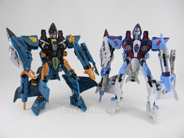 Transformers Jetblade HftD Deluxe - modo robot vs Dirge