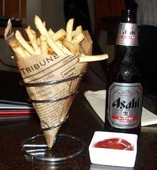Fries and a beer in Waikiki (colleeninhawaii) Tags: beer bar hawaii asahi waikiki oahu fries