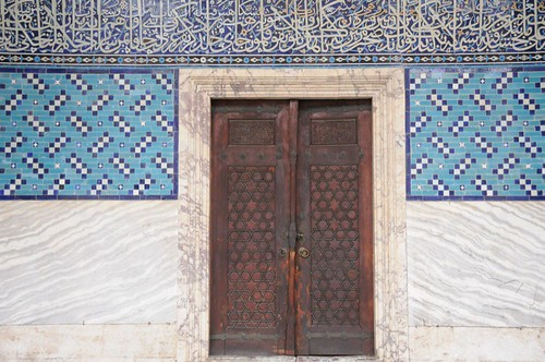 Knock, knock ... at the Tiled Kiosk