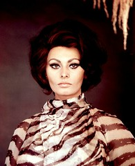 Sophia Loren (Famous Fashionistas (First)) Tags: vogue 1967 1960s valentino sophialoren richardavedon vintagefashion italianvogue 1960sfashion