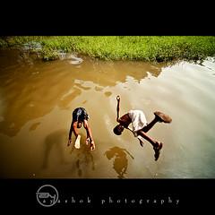 Weekend Splash (ayashok photography) Tags: india boys water kids river asian jump nikon bath asia indian dude desi splash tamilnadu bharat bharath desh barat barath palayam ayashok nikond300 tokina1116mm uthamapalayam aya9378