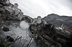 Mostar (Marco Fieber/Ostblog.org) Tags: winter church berg mostar hill kirche mosque valley kalt altstadt oldtown montain tal wetter neretva februar starimost gebirge hügel moschee bosniaandherzegovina altebrücke bosnienherzegowina bosniihercegovini