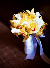 yellow-wedding-flowers-2