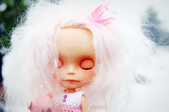 Close your eyes...make a wish (rockymountainroz) Tags: snow angel cwc ebl estesparkcolorado pinkcrown takaratomy neoblythe thefuturetheclockisticking petitewanderlings ragazzacustom adelinescrumpetvonpinkteabear