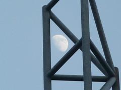 Mond über Bielefeld (O de Andrade (MoScha)) Tags: moon germany deutschland mond europa europe owl lua nrw nordrheinwestfalen bielefeld alemanha westfalen ostwestfalen westphalia northrhinewestphalia ostwestfalenlippe vestfália renaniadonortevestfália