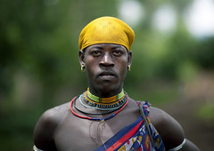 Menit tribe man - Omo Ethiopia (Eric Lafforgue) Tags: africa people man colour male look horizontal outside outdoors person artistic market ornament omovalley stick marketplace bodypainting ethiopia bandana rite tum baton personne humanbeing marche headband homme regard contemplation adornment afrique pigments dehors omo eastafrica abyssinia ethiopie exterieur lookingatcamera traditionalclothes toum waistup abyssinie vueexterieure coloredpicture photocouleur 0780 menit afriquedelest nomadicpeople alataille etrehumain habittraditionnel meinit valleedelomo regardantlobjectif peoplesoftheomovalley peuplesdelavalleedelomo colouredpicture cadragealataille habittraditionnels peuplemenit menitpeople tribudesmenits menittribe meinitpeople meinittribe
