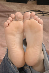 jenny'ssoles (TXtickles) Tags: feet bare barefoot tickle tickling ticklish solesfoot