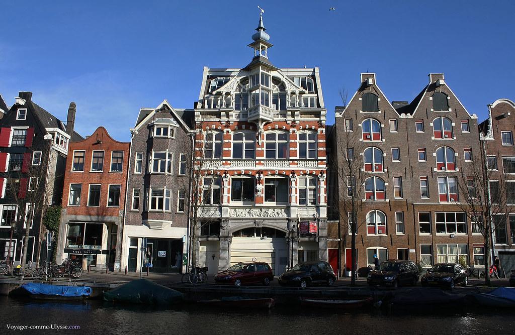 Les façades des immeubles sont superbes, le long des canaux