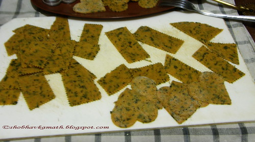 Methi Crispies 1