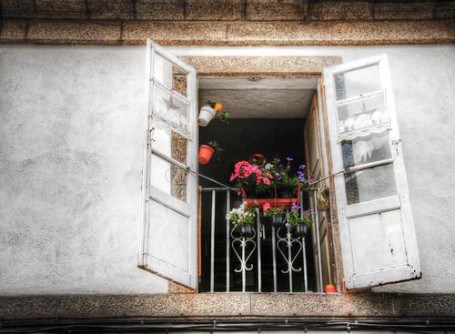 Open window. Santiago de Compostela. Ventana abierta