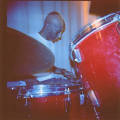 Evry Daily Photo - Repetition Ebena - Holga 120 CFN - Portra 400 - Flash bleu 26 (op_perrin) Tags: holga kodak reptition portra400 ebena studioadlib