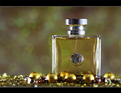versace (ll.dyala.ll) Tags: camera yellow canon 50mm golden perfume bokeh  versace 500d   dyala