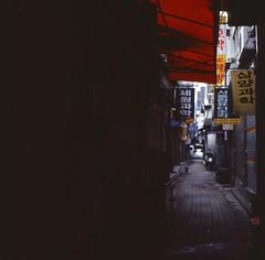 Street Scene - Seoul (Shoji Kawabata. a.k.a. strange_ojisan) Tags: lubitel166 kodak e100vs 120 asia korea street streetphoto streetphotography lomo lomogrpahy city cityscapes cityscape alley alleyway eastasia film filmphoto filmphotography streetphotogrpahy seoul lubitel scene