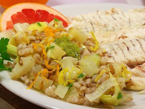 orata al sale con insalata aromatica di cereali