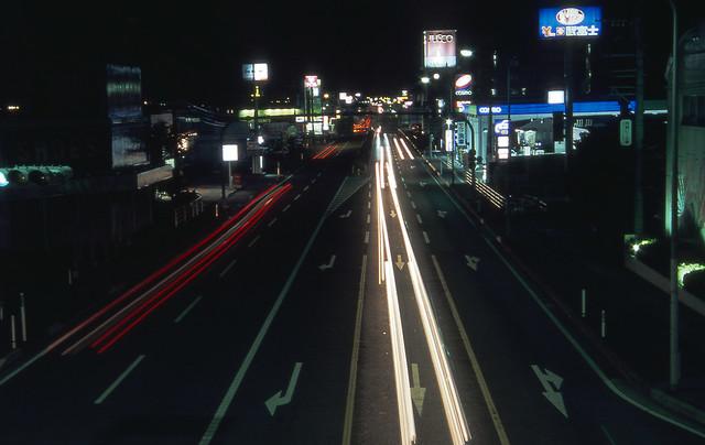 夜の道路のフリー写真素材