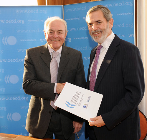 Signature of Memorandum of Understanding (MoU) between OECD and The Global Reporting Initiative
