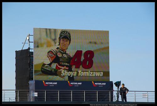 Shoya Tomizawa en la pantalla gigante de Motorland