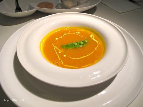 舒果新米蘭蔬食南瓜濃湯