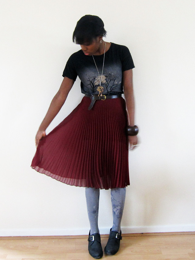 topshop pleated skirt and tee 2