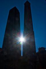 le 2 torri (toty2011) Tags: auto relax nuvole colore tram persone cielo donne sole monumenti nero castelli torri città palazzi uomini riverbero azzzurro