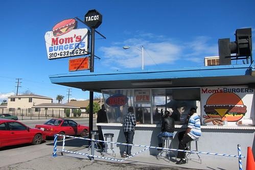 Mom's Burgers: Exterior
