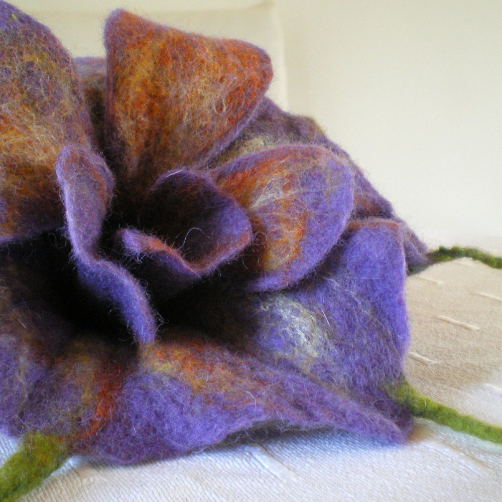 felted flower brooch -purple rain- 2