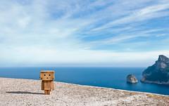 Danbo en Formentor (Xisco Bibiloni) Tags: nikon nikkor excursion formentor danbo d90 18105mm nikkor18105